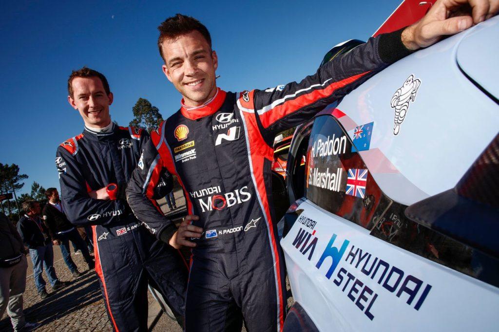 Hayden Paddon si prepara per testare l'elettrica Hyundai Kona EV
