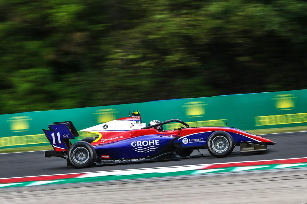 FIA F3 | Budapest, Gara 2: Beckmann vince sul bagnato, penalità per l'ottimo Viscaal