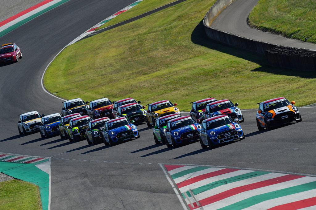 MINI Challenge | Mugello, Gara 1 e 2: vittorie a Sandrucci e a Zarpellon