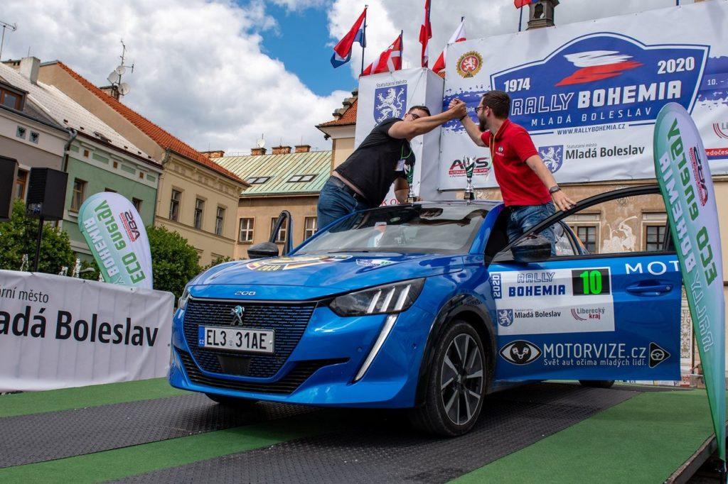 La Peugeot e208 totalmente elettrica domina l'Eco Energy Rally Bohemia