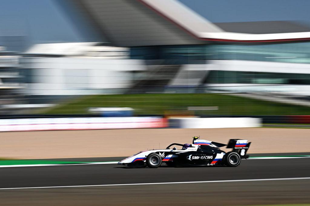 FIA F3 | Silverstone, Gara 2: Smolyar tiene a bada Beckmann ma viene penalizzato [AGGIORNAMENTO]