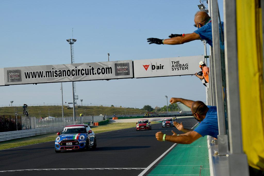 MINI Challenge | Misano, Gara 1 e 2: Sandrucci e a Zarpellon vincono di nuovo le due corse