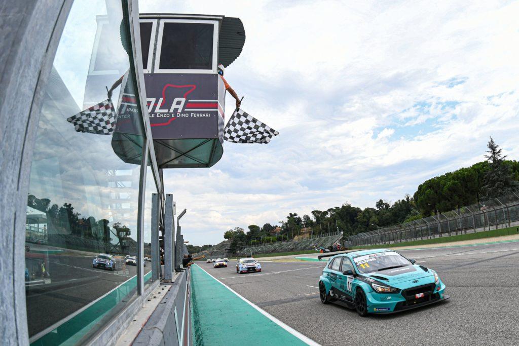 TCR Italy | Imola, Gara 1: Jelmini conquista (finalmente) la prima vittoria con Hyundai