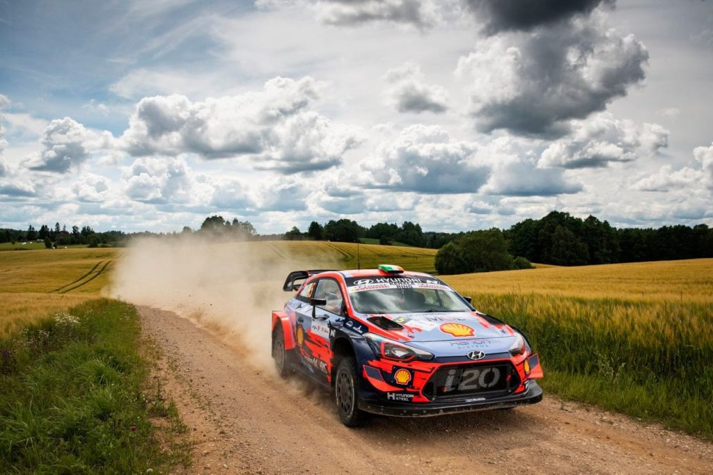 WRC | Dal Rally Estonia: Tanak sulla velocità della gara, Makinen e Ogier rimproverano la tarda partenza del Mondiale