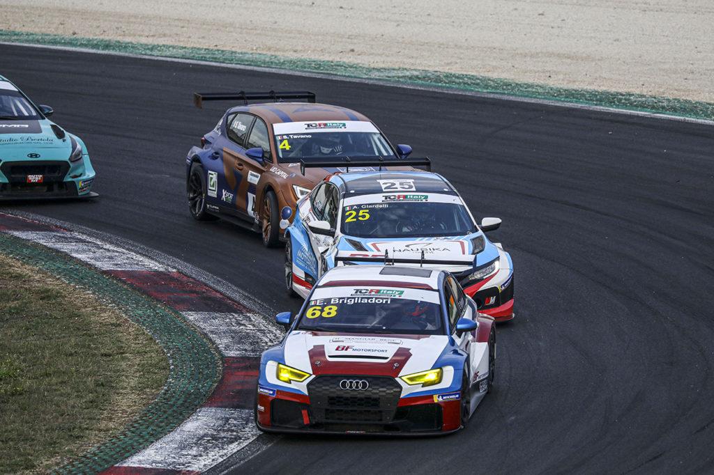 TCR Italy | Vallelunga, Gara 1: Brigliadori vince sotto bandiera rossa