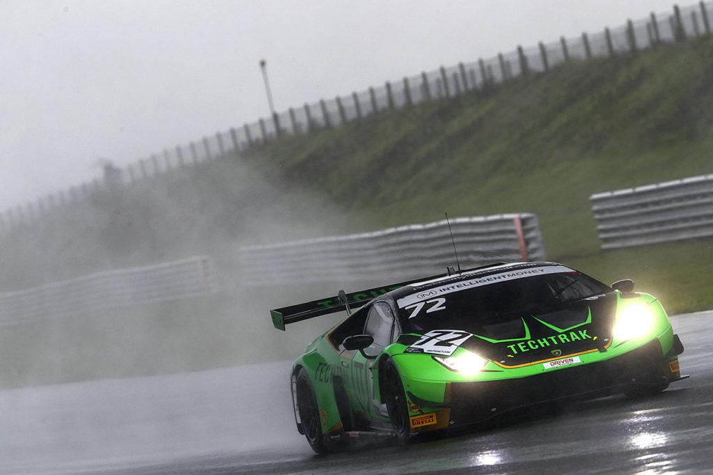 British GT | Keen-Balon vincono in Gara 2 a Snetterton con Lamborghini e rilanciano la sfida al titolo