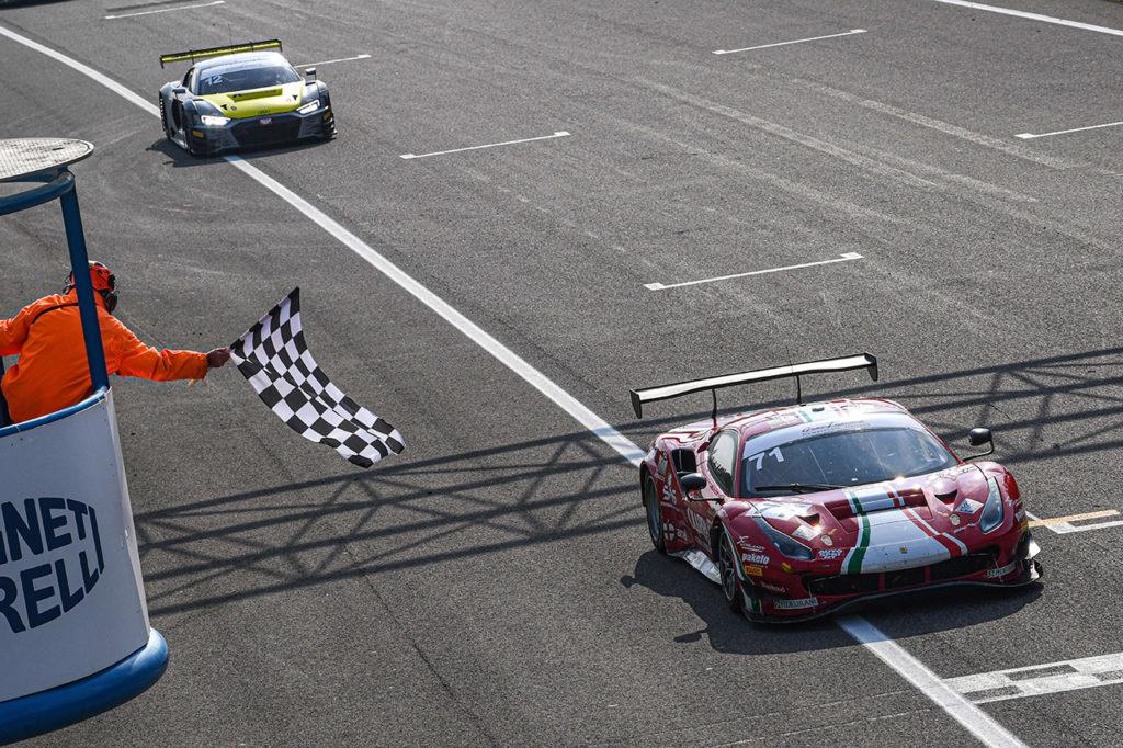 CIGT | Monza, Gara 2: Roda-Rovera emergono con la Ferrari di AF Corse