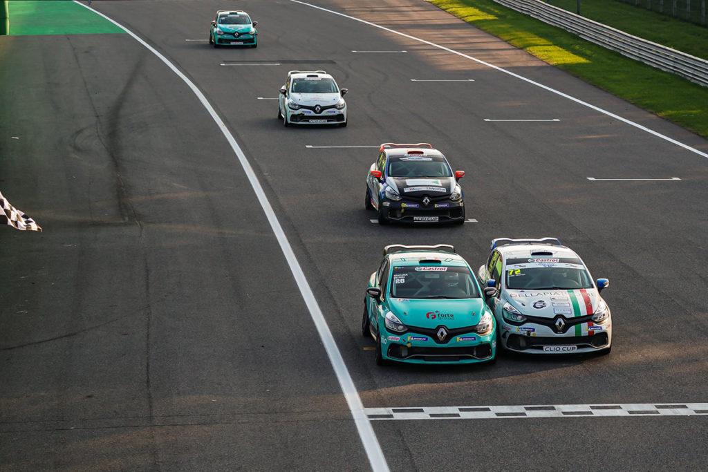Clio Cup Italia | Monza, Gara 1-2: Ferri vince in volata, prima firma per Vallarino
