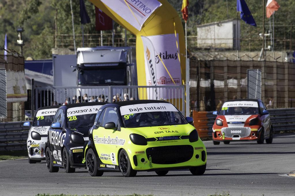 smart EQ fortwo e-cup | Savoia e Ghirelli centrano le vittorie di Pergusa, Ferri ancora in vetta