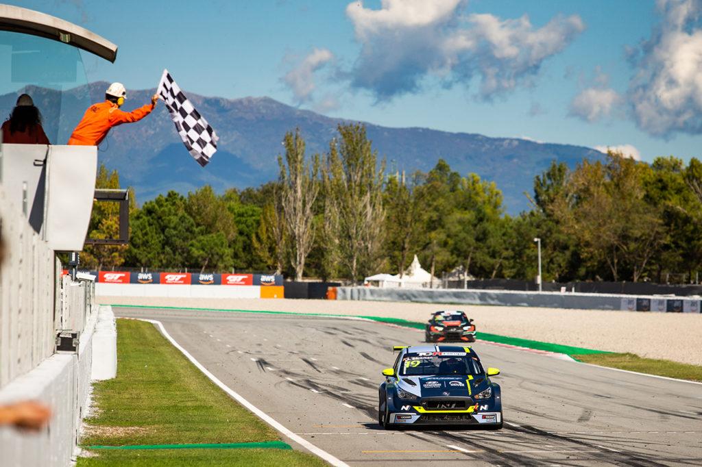 TCR Europe | Barcellona, Gara 2: Andreas Backman vince con Hyundai, Halder nuovo leader