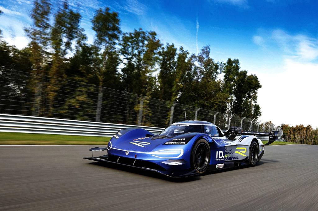 La Volkswagen ID.R torna in pista alla Goodwood SpeedWeek e punta a un nuovo record