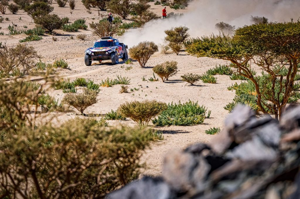 Dakar | Auto 2021, Tappa 1: Sainz e Peterhansel mattatori, Loeb mazziato