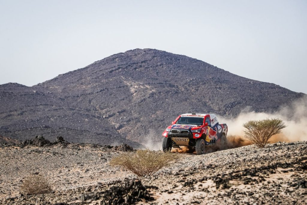 Dakar | Tappa 4 Auto: terza vittoria di fila per Al Attiyah, mentre Peterhansel resiste come leader in classifica