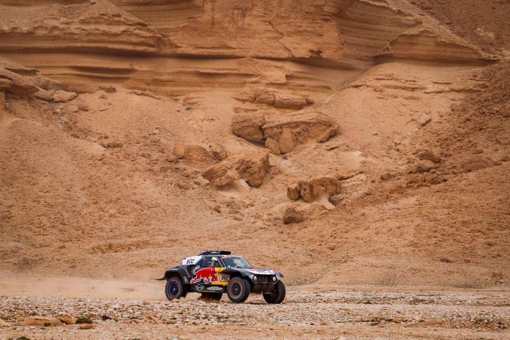 Dakar | Tappa 5 Auto: vince De Villiers, Sainz perde (ancora) la strada e le staffe. Loeb nerissimo dopo la penalità