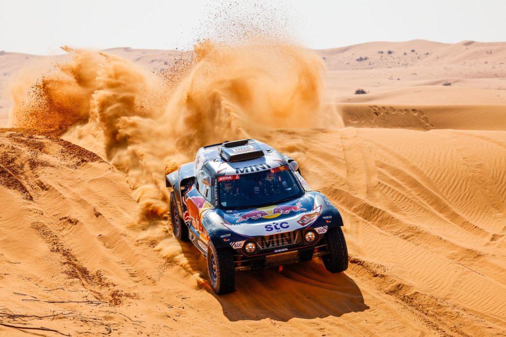 Dakar | Tappa 6 Auto: Sainz torna alla vittoria, Peterhansel resta leader, Loeb finisce nei guai