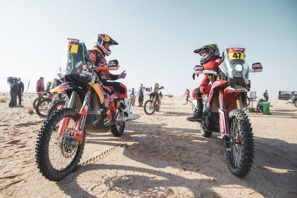 Dakar | Tappa 9 Moto: nuova vittoria per Kevin Benavides. Raffica di ritiri eccellenti tra cui Price (aiutato da Brabec) e il nostro Gerini