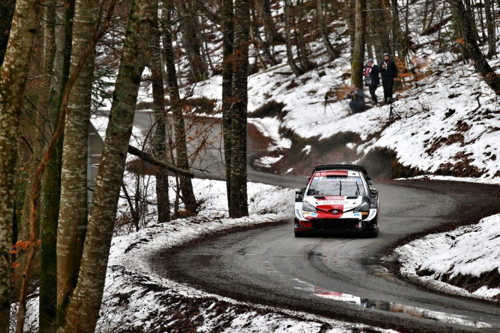 WRC | Rallye Monte Carlo 2021, PS3-PS5: Ogier prende il comando, Rovanpera penalizzato, Hyundai in difficoltà