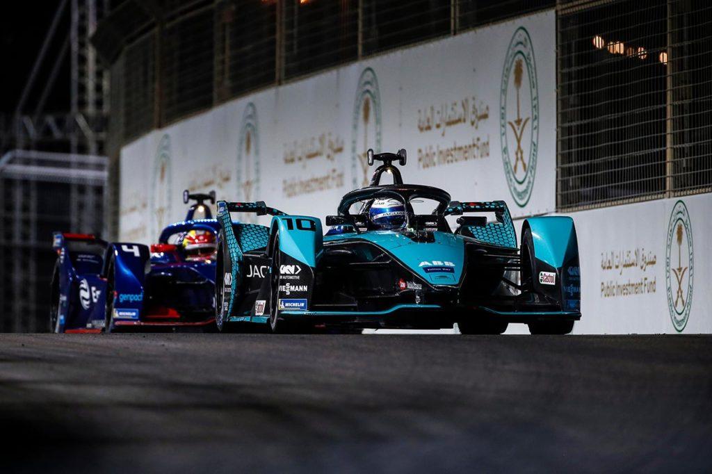Formula E | Diriyah, Gara 2: Bird firma già la prima vittoria con Jaguar