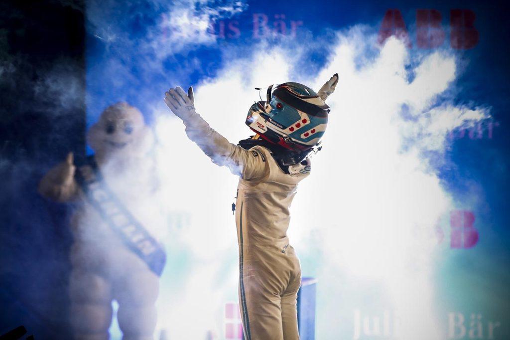 Formula E | Diriyah, Gara 1: de Vries e Mercedes imprendibili, Mortara fantastico 2°