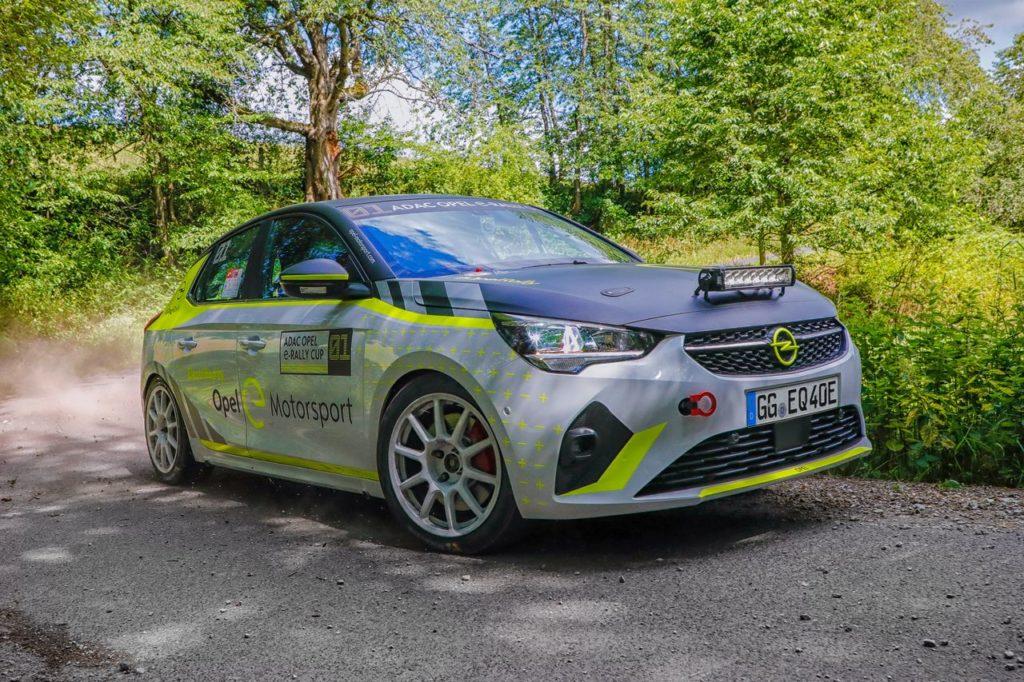 L'elettrica Opel Corsa e-Rally dotata di un dispositivo per far sentire il suono del motore
