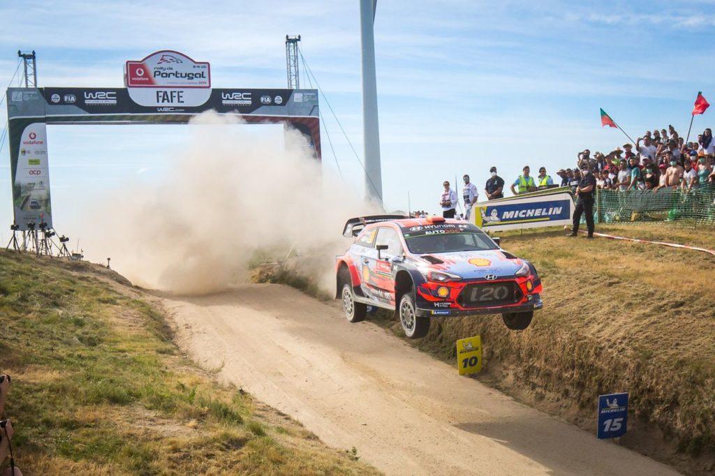 WRC | Hyundai punta a ricucire il gap in classifica al Rally di Portogallo. Verso un terzo pilota a tempo pieno nel 2022?