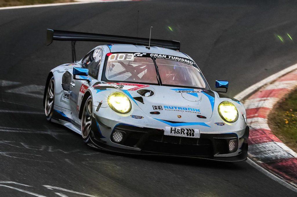 NLS | Laurens Vanthoor con la Porsche di Rutronik Racing alla 24 Ore del Nurburgring