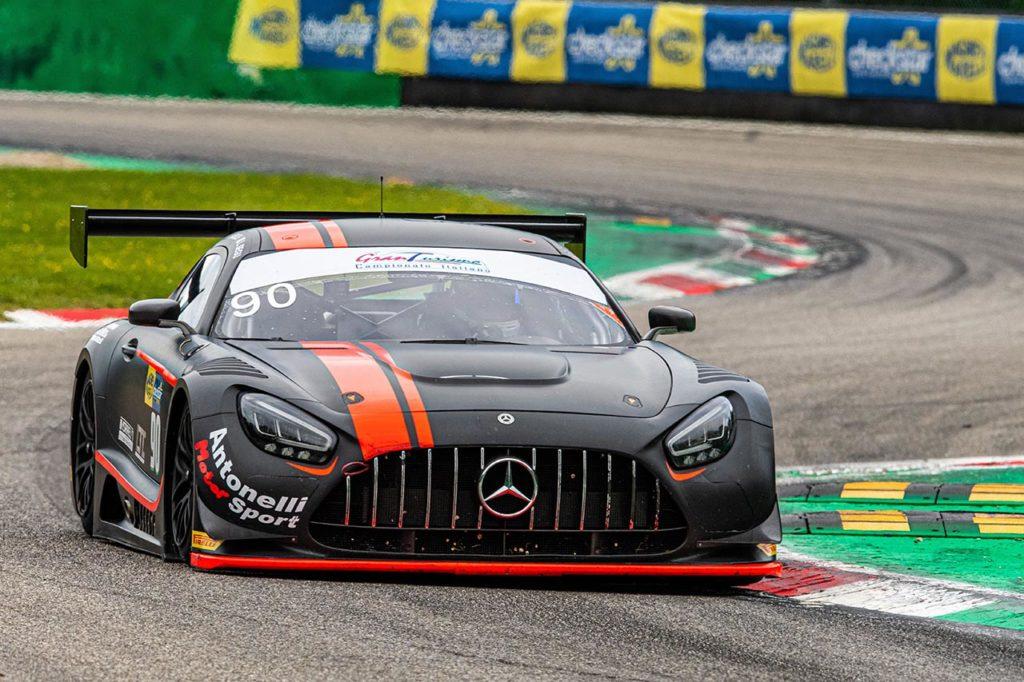 CIGT | Monza, Gara 2: Segù-Baruch non mollano il comando con la Mercedes di AKM Motorsport