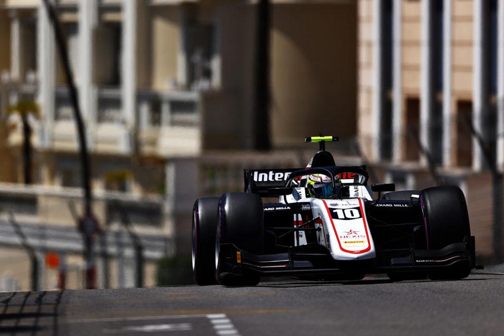 F2 | Pourchaire firma la pole position all'esordio sulle strade di Monaco