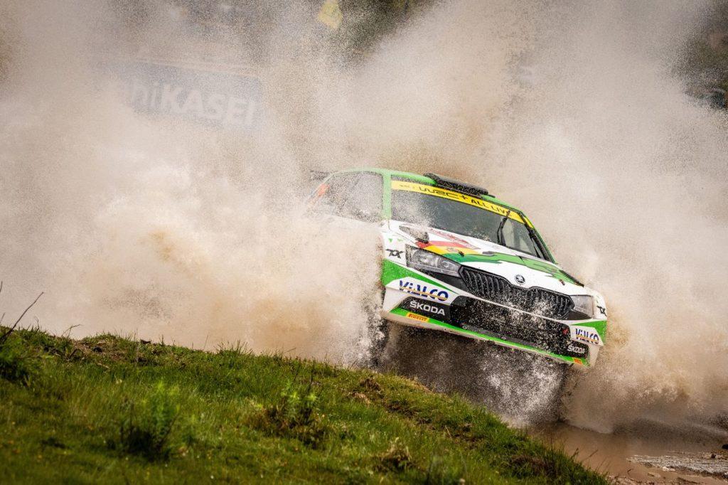 WRC | Rally Italia Sardegna 2021, lo spettacolare recupero di Bulacia dopo un ribaltamento [VIDEO]