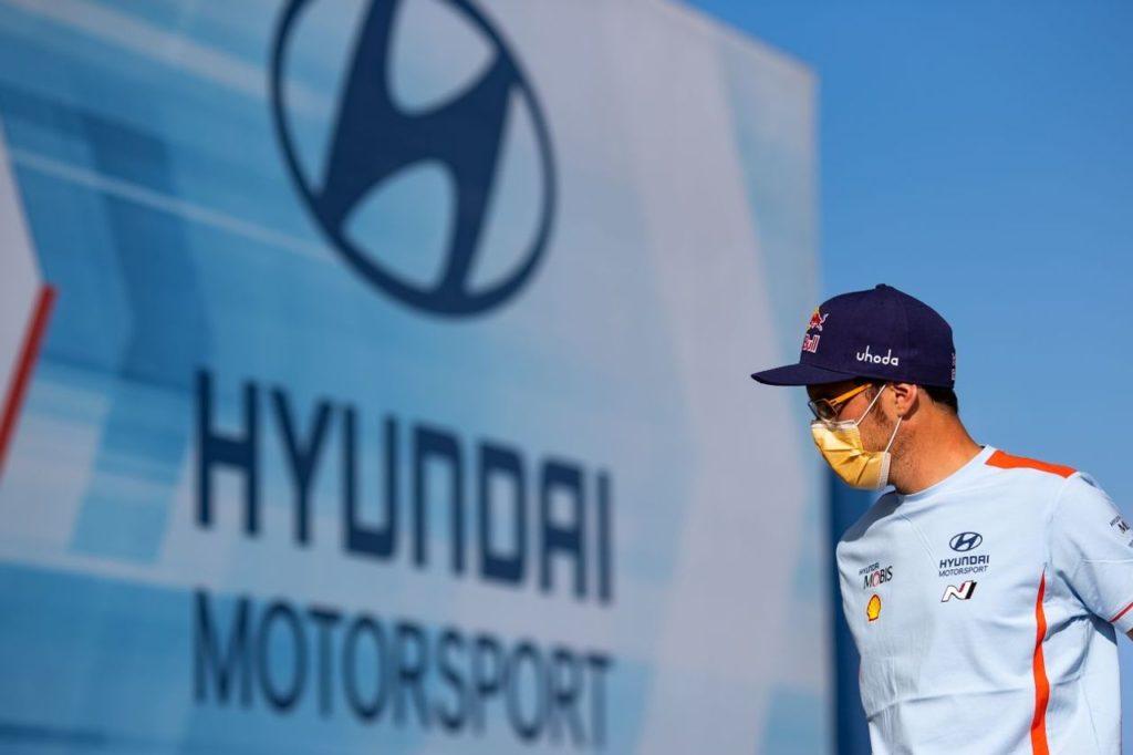 """WRC   Neuville: """"Non penso al titolo piloti, mi sento più un uomo squadra"""""""