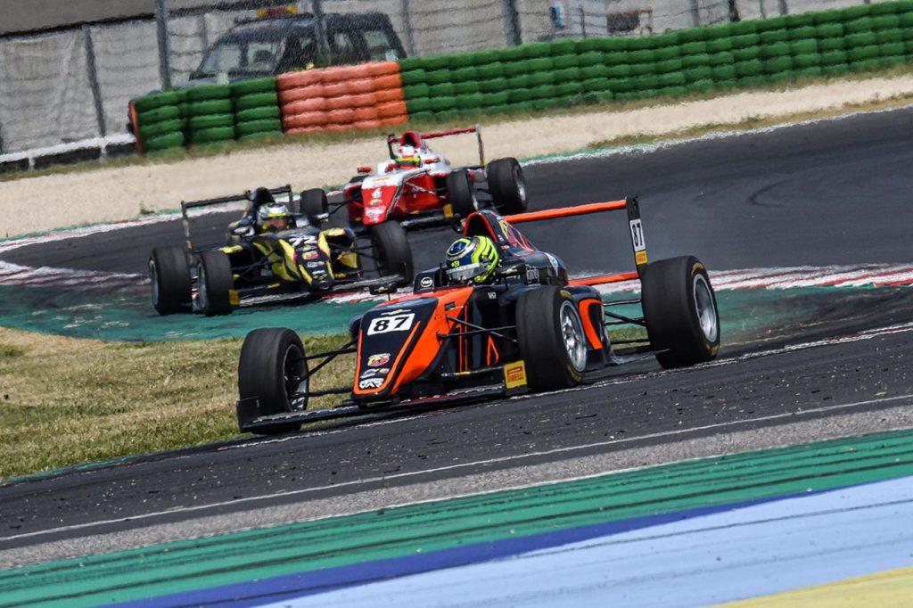 F4 Italia | Bearman si invola verso la vittoria di Gara 3 a Misano, a podio Fornaroli e Montoya