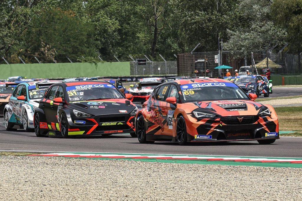 TCR Italy | Ceccon vince Gara 1 con Hyundai, Azcona ruggisce in Gara 2 con Cupra