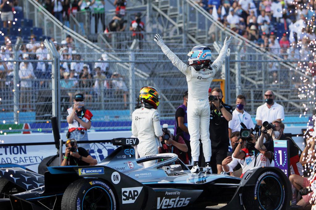 Formula E | Mercedes imbattibile, doppio titolo a Berlino con de Vries campione Mondiale