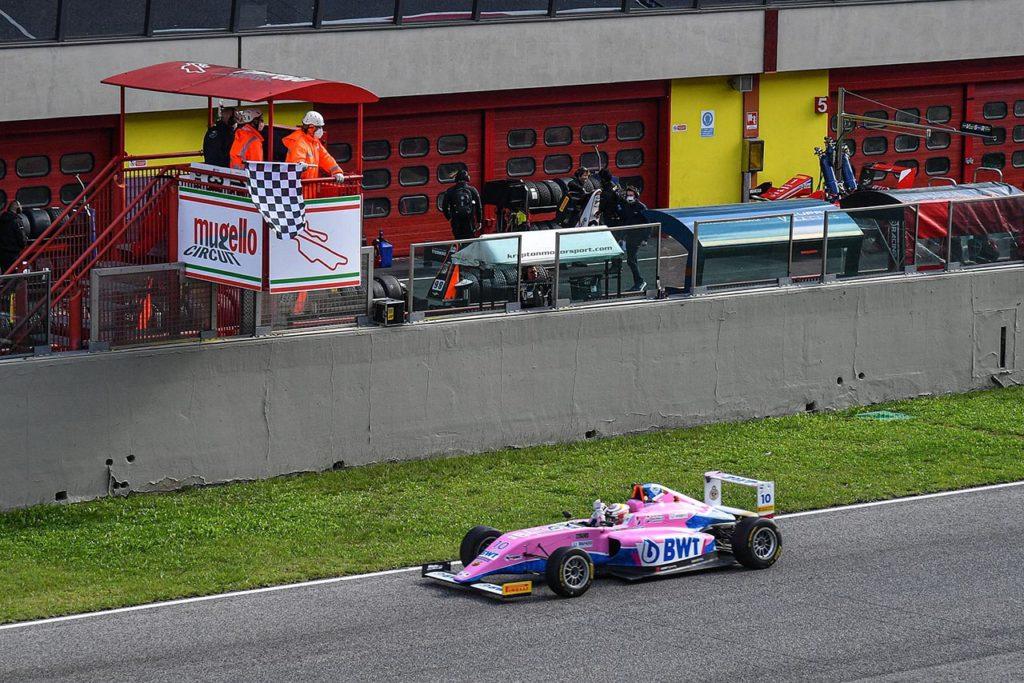 F4 Italia   Mugello, Gara 1: Duerksen ritorna a vincere con Muecke
